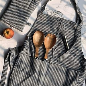 APRON WITH OVEN MITTEN