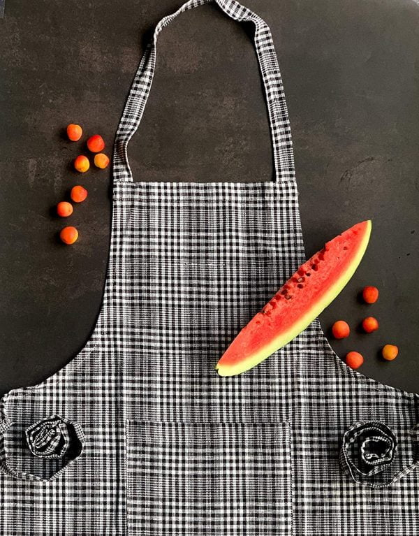 APRON WITH OVEN MITTEN 3